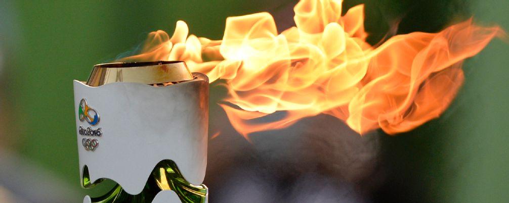 Un hombre derribado por la policía al intentar robar la antorcha olímpica en Brasil