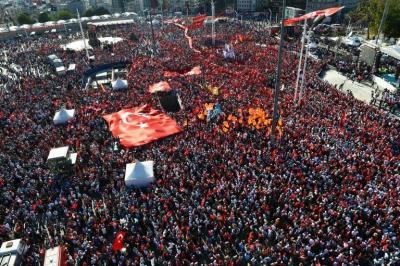 Inédita manifestación interpartidaria contra el golpe y abusos de poder en Turquía