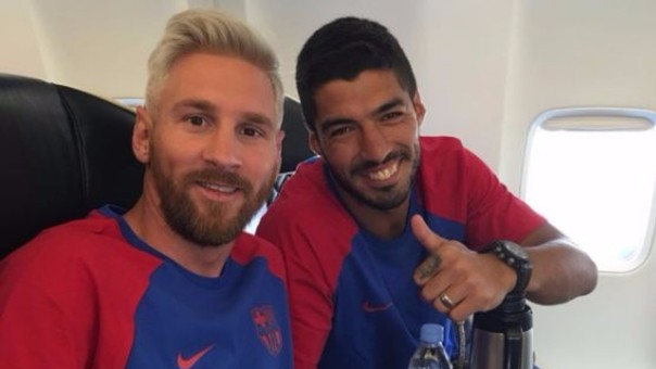 Así tomó Luis Suárez el cambió de 'look' de Lionel Messi