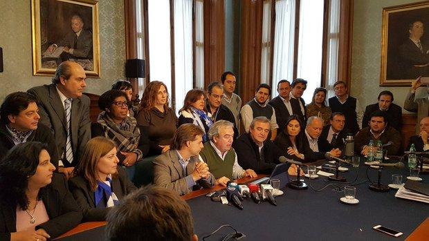 Larrañaga le torció el brazo a Lacalle Pou y el Partido Nacional continuará en multipartidaria sobre seguridad