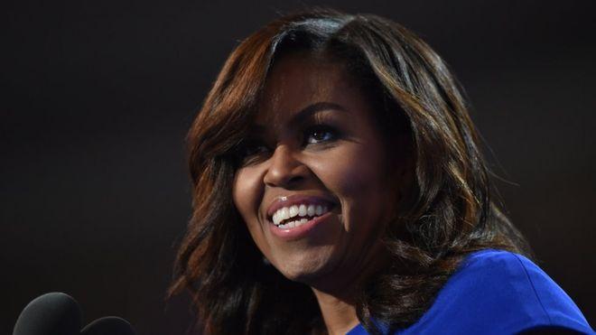 Michelle Obama emociona al público con electrizante discurso en la Convención Demócrata