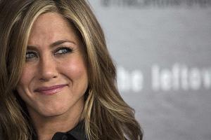 Jennifer Aniston rompe en llanto tras pregunta de adolescente
