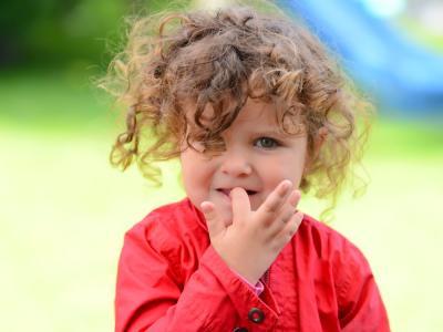 """Los niños que se muerden las uñas desarrollan menos alergias; demostró estudio sobre el """"mal hábito"""""""