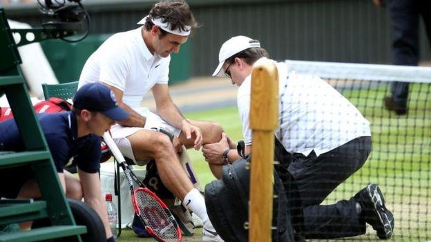 Federer se perderá las Olimpiadas y el resto de la temporada por una lesión en la rodilla