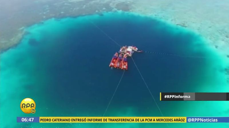 Ahhh..Hundimiento de submarino deja impresionante agujero azul en China
