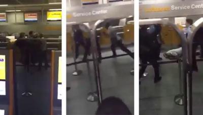 Un hombre pierde su vuelo y golpea brutalmente a 2 policías