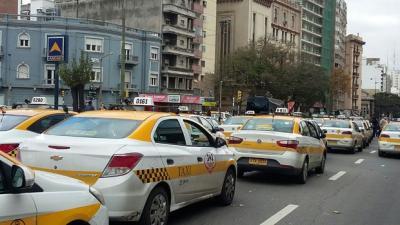 Paro de taxis contra Uber en Montevideo este miércoles