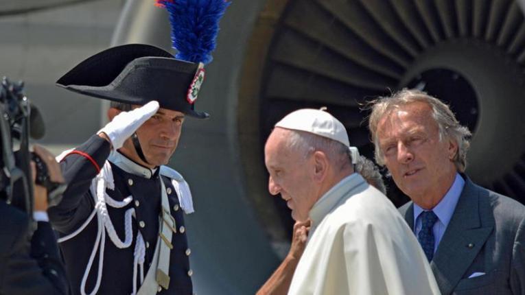 """El Papa Francisco llegó a Polonia: """"El mundo está en guerra, pero no una guerra de religiones"""""""