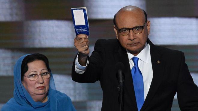 """""""Tú no has sacrificado nada"""": las duras palabras contra Donald Trump del padre de un soldado musulmán de EE.UU. muerto en combate"""