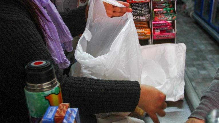 Se usan 1.900 bolsas plásticas por minuto en Uruguay...por ahora