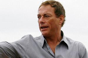 Jean-Claude Van Damme abandona entrevista tras incómodo episodio