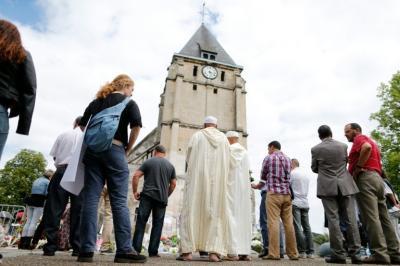 El diálogo surrealista en la iglesia entre los yihadistas y sus rehenes