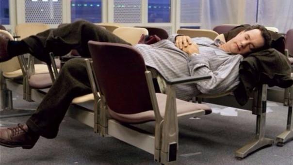 Hombre fue hospitalizado luego de esperar 10 días a una mujer en un aeropuerto