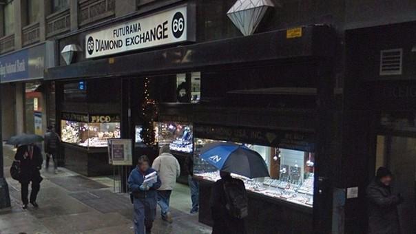 Una turista paga 1 millón de dólares por unas joyas falsas en Nueva York