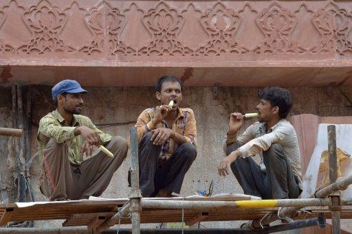 """India ayudará a miles de trabajadores indios """"hambrientos"""" en el Golfo Pérsico"""