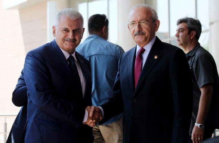 """Turquía admite por primera vez """"errores"""" en las purgas tras el golpe"""