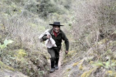 La historia del hombre leyenda: Pedro Luca, el argentino que vive hace 40 años en una cueva