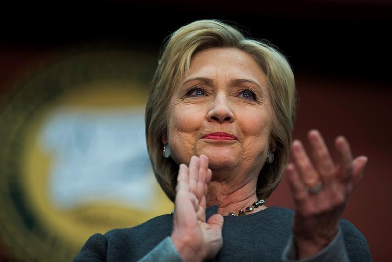 Prevén una holgada victoria a Clinton frente a Trump