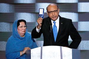 Sube venta de ejemplares de Constitución de EEUU tras desafío de un musulmán a Trump