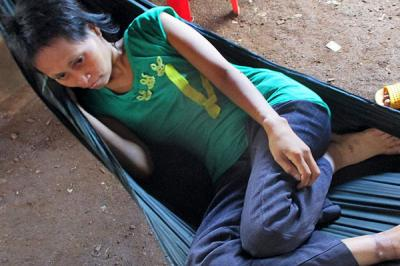 """Apareció el padre de la """"mujer salvaje"""" de Camboya"""