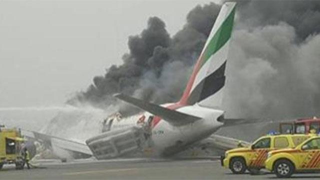 Avión explota al arribar al aeropuerto de Dubai con 275 personas; todos evacuados