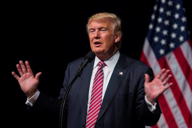 Trump pide que retiren a un bebé que lloraba durante un acto