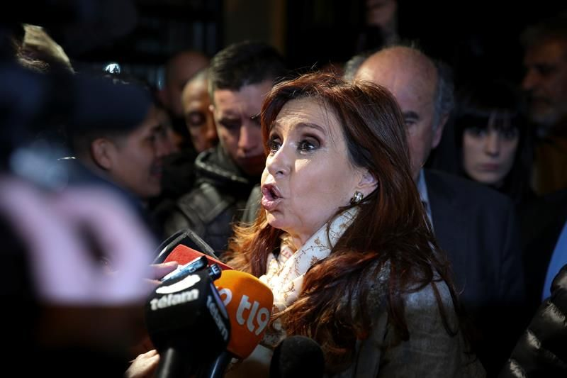 Cristina Fernández acusa al Gobierno de Macri de poner en peligro su vida