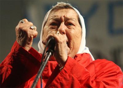Ordenan detener a titular de Madres de la Plaza de Mayo, Hebe de Bonafini