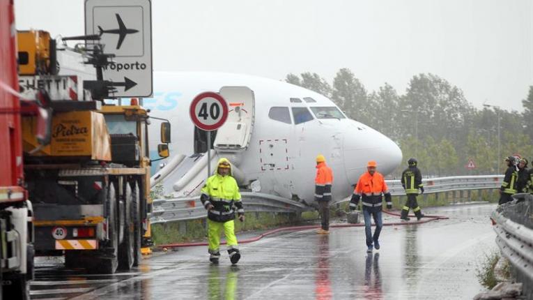 Avión de carga de la compañía DHL salió de la pista tras aterrizar en Italia