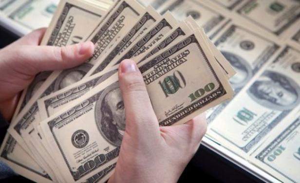 El dólar no encuentra su piso en Uruguay y volvió a caer fuerte; al público bajó $ 0,25