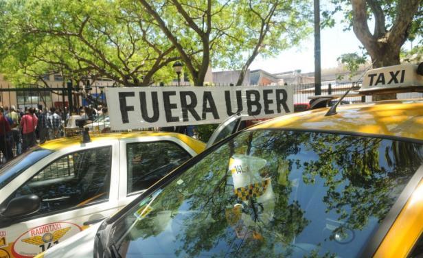 Gobierno uruguayo sostiene que Uber puede competir con los taxis