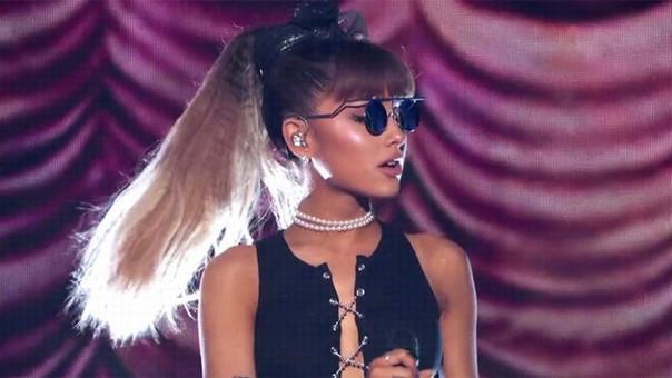 Ariana Grande es oficialmente la heredera de Whitney Houston