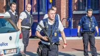 Un hombre muere a tiros luego de herir a dos policías mujeres con un machete en Bélgica