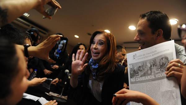 """Cristina: """"Cuanto más cortas las ideas del Gobierno, más largos van a ser los bastones para querer abollar las ideas, como decía Quino"""""""