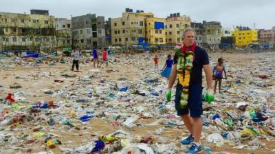 Naciones Unidas emprende en Bombay la mayor operacion de limpieza de playas de la historia