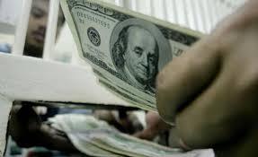 No hay caso: El BCU salió a comprar dólares para contener la caída, pero bajó igual