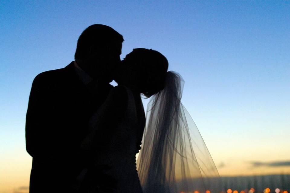 Cubana se casa con 10 indocumentados en 10 años