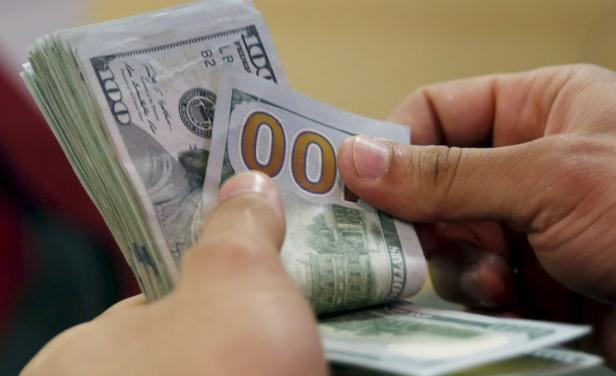 El dólar no detiene su caída en Uruguay, al público bajó otros diez centésimos