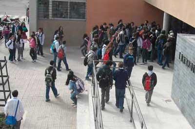 Si no van a clase...11.334 estudiantes dejarán de cobrar asignación familiar desde setiembre