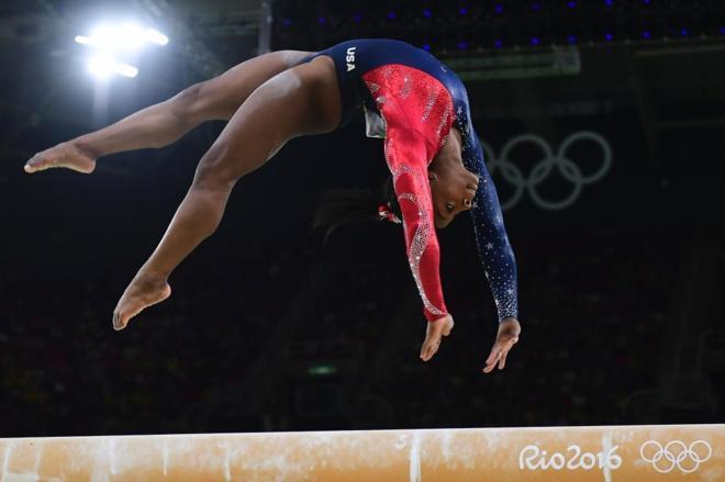 Simone Biles llevó a Estados Unidos al oro olímpico en gimnasia