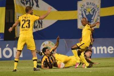 Peñarol igualó sin goles ante Sportivo Luqueño en su debut por la Sudamericana