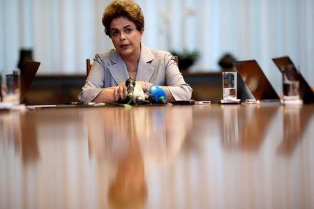 Senado brasileño votó en la madrugada a favor de someter a Rousseff a juicio político
