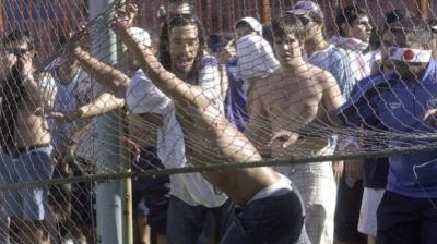 Barrabravas de Uruguay apoyan a delincuentes prófugos para entrar y salir del país
