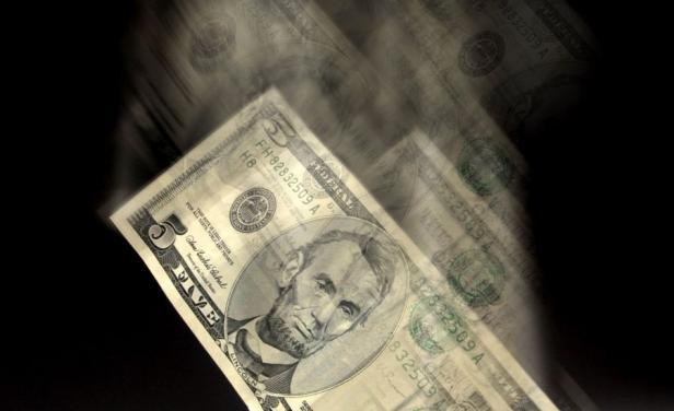 El dólar sigue en caída libre pese a fuerte intervención del BCU