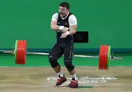 Impactante lesión de un pesista al intentar levantar 195 kilos en los JJ.OO.
