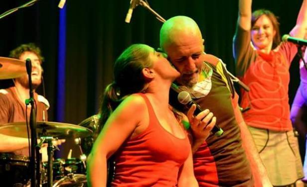 La cantante uruguaya Francis Andreu apoya a Gustavo Cordera