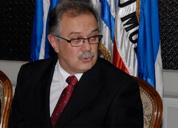 Nuevo Ministro de Defensa aseguró que seguirá línea de Fernández Huidobro