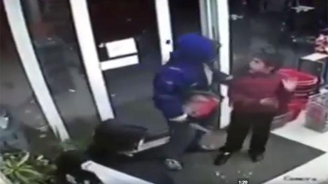 A prisión maleante que con un cuchillo tomó rehén a un niño para asaltar un súper en San José