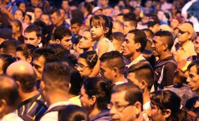 Casi 30.000 personas cruzan la frontera colombo-venezolana el día de su apertura