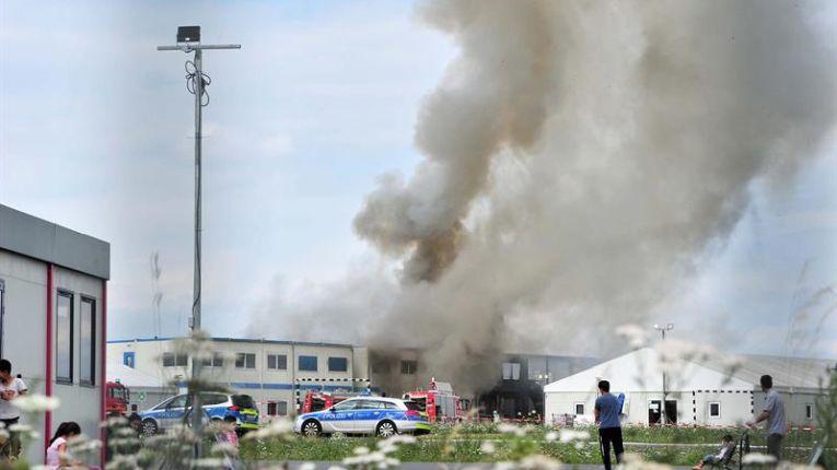 Diez heridos por incendio en centro de refugiados alemán